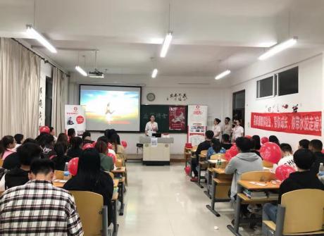 食品药品分院优秀毕业生刘洪敏返校作报告和招聘宣讲