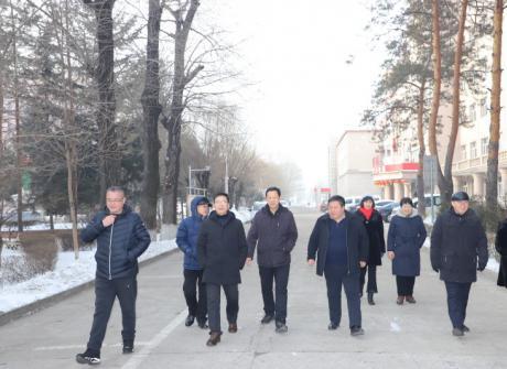 春节前夕学院领导走访慰问我院离退休老同志