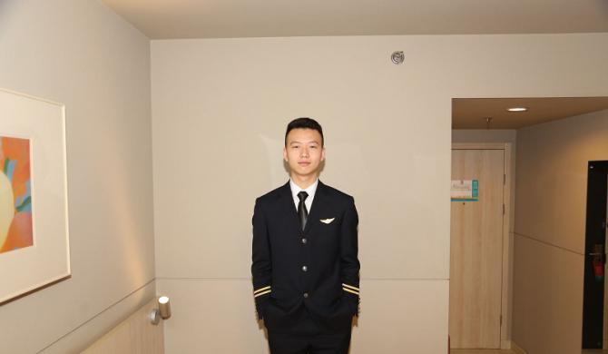 航空专业 2017级 王俊人